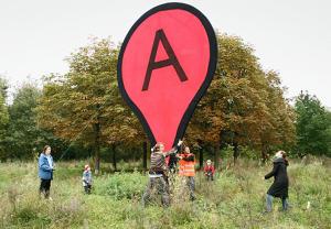 slide-aram-bartholl-speed-book-digital-analog-google-maps-start-B